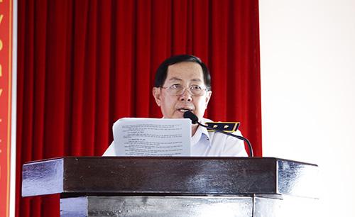 Bác sĩ Trần Văn Tuấn, Trưởng khoa Phòng chống bệnh truyền nhiễm - Kiểm dịch Y tế quốc tế, Trung tâm Kiểm soát bệnh tật phổ biến các hướng dẫn của Bộ Y tế về biện pháp cách ly y tế và tăng cường phòng chống dịch COVID-19 đối với người bệnh tại buổi tập huấn.